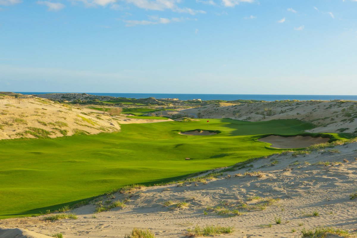 With dramatic long-range views of the Pacific Ocean, a mid-length, dramatically downhill par 5 at @DiamanteCabo's El Cardonal is the perfect way to ease into an enjoyable round.