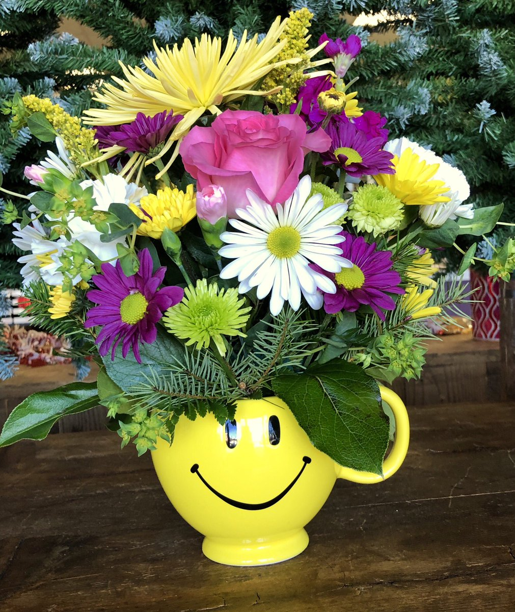 Parker blooms parkerbloomsco twitter nationalsmileday smile smileyface spidermums roses daisies flowers picitter5goetimg9w izmirmasajfo