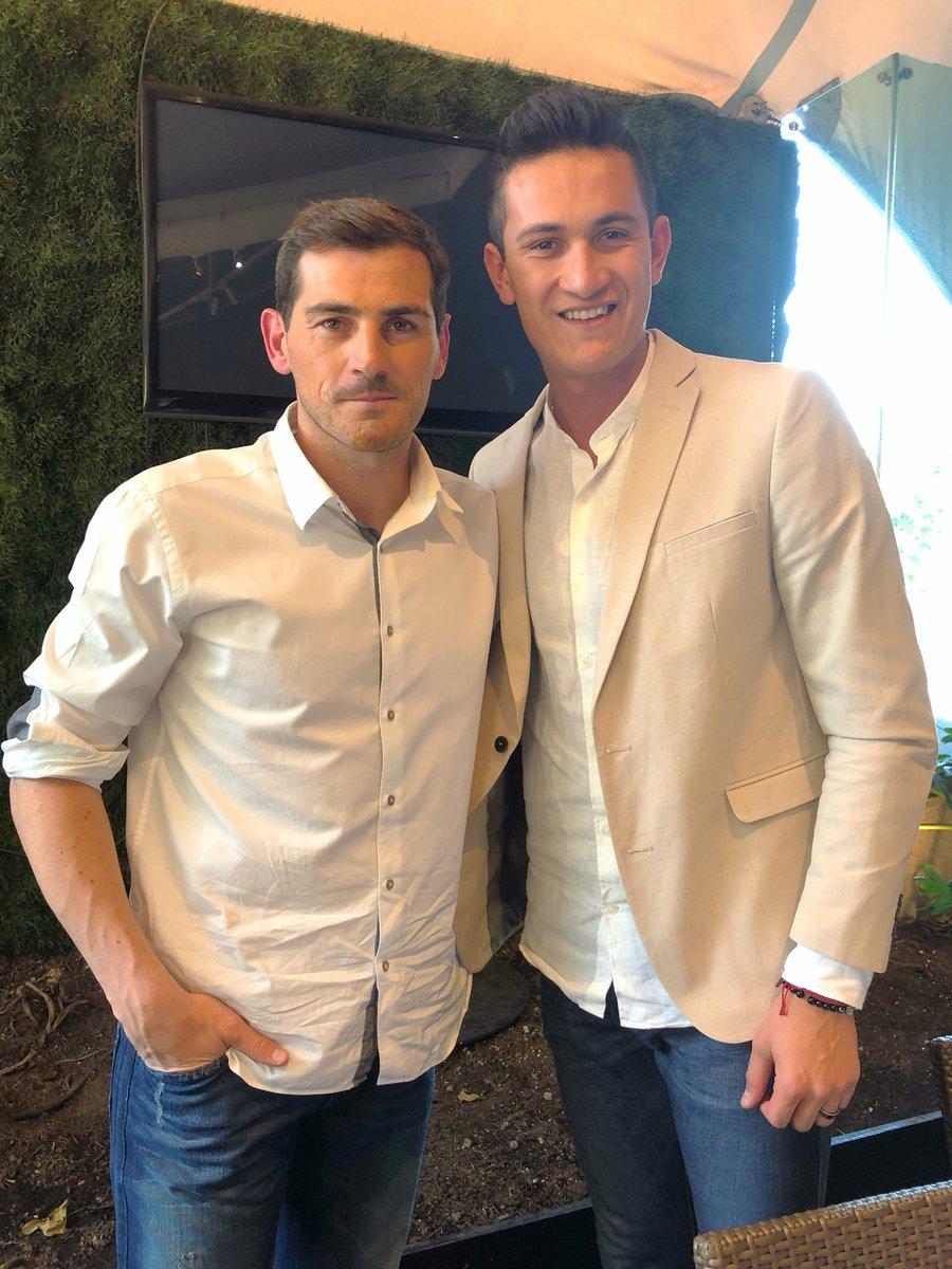 ¿Cuánto mide Iker Casillas? - Estatura real: 1,82 - Real height DejwJ5zU8AAP_gs