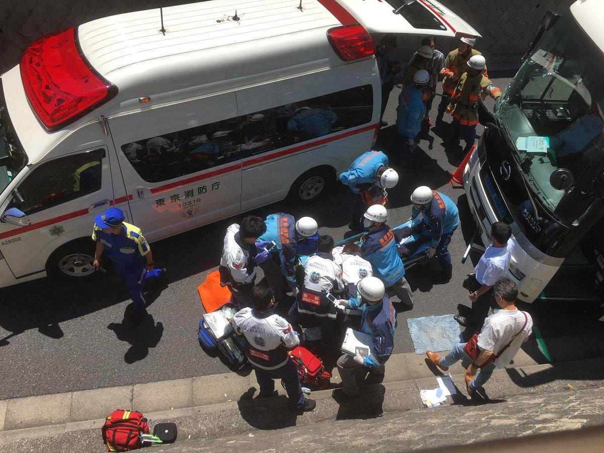 上野駅付近でバス運転手が気を失い壁に衝突する事故現場の画像