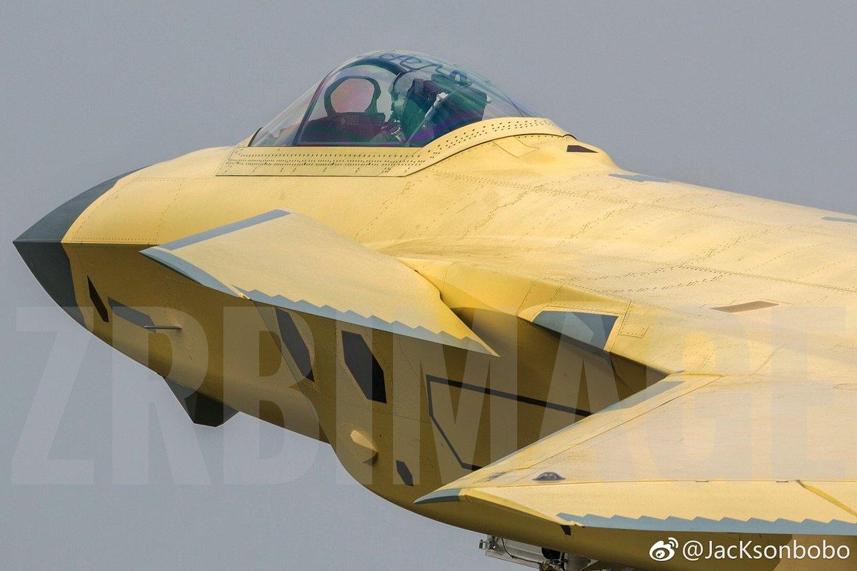 Chengdu J-20 Stealth Fighter - Page 6 Del6J3jUwAAPs4V