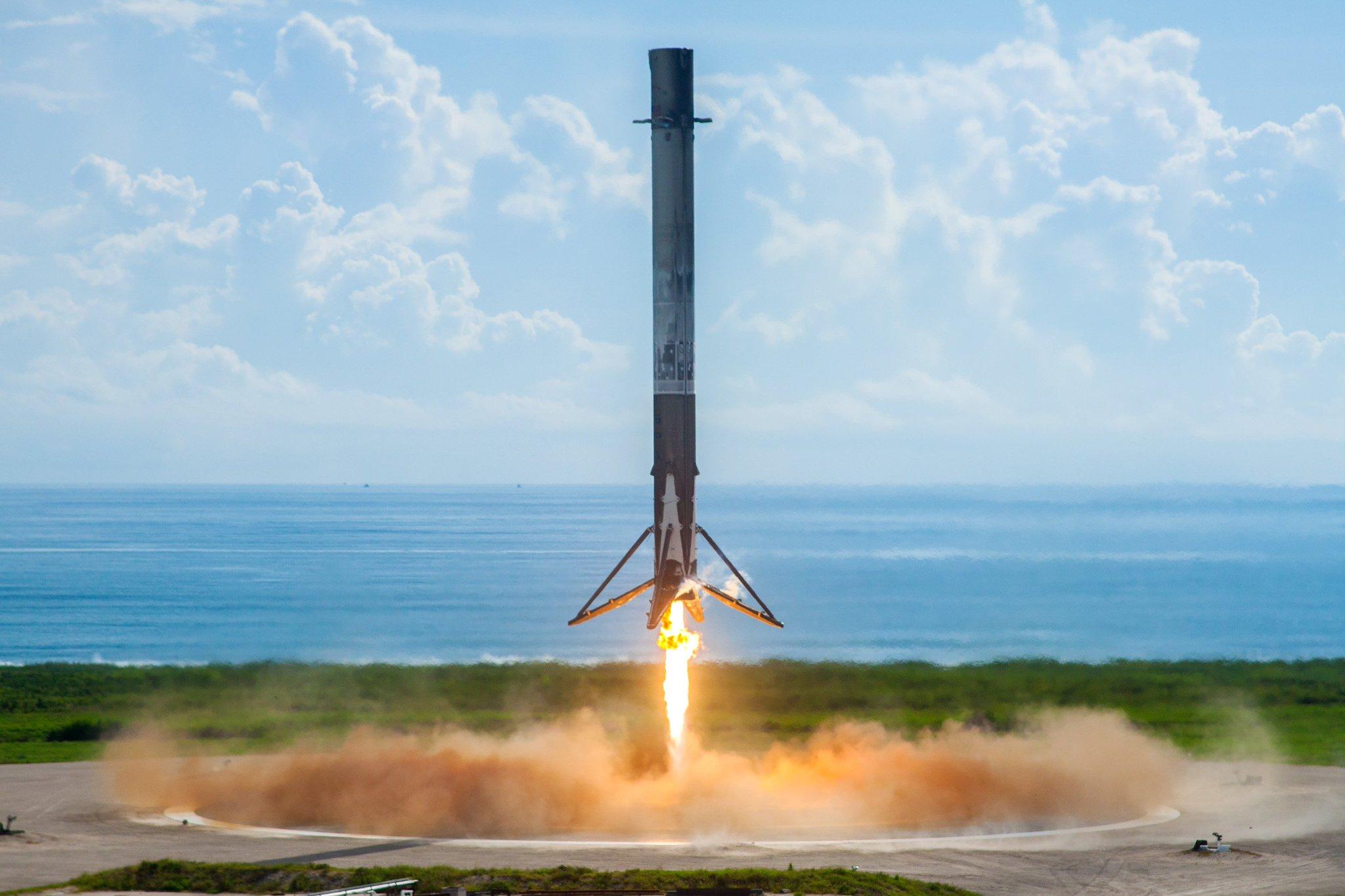 посадка первой ступени тяжёлой ракеты Фэлкон 9
