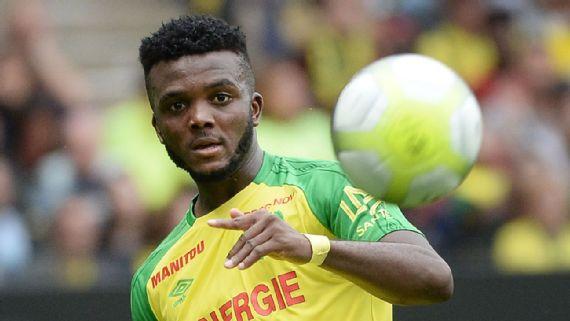 4e1e15e3fe Ele recolhe chuteiras para doar a jovens e comemora dançando  conheça o  jogador que vai te fazer torcer para a nigéria na copa - scoopnest.com