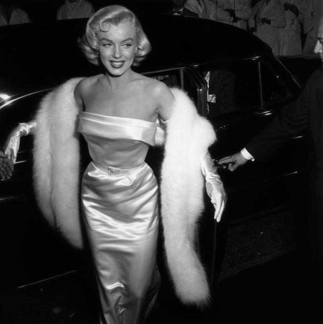 Happy Birthday, #MarilynMonroe ! The iconic blonde bombshell would have been 92 today. https://t.co/mUL6Danpld