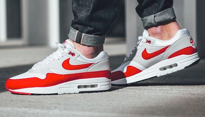 air max 1 og red on feet
