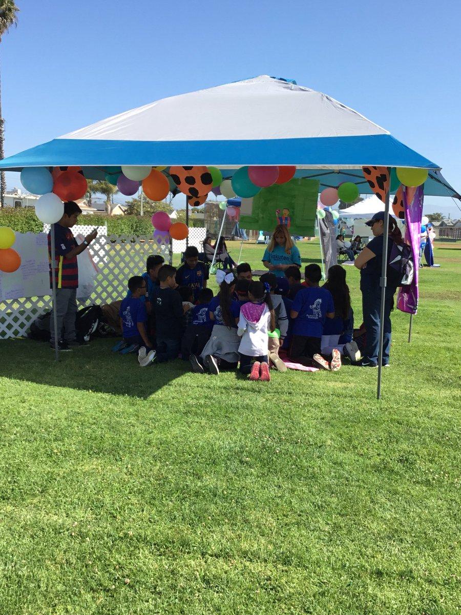 Hueneme High School Feria Literaria 2018. @HHSmaestra @GabyLewis3 @revelesm @hhs_viking https://t.co/0Oop93u82f
