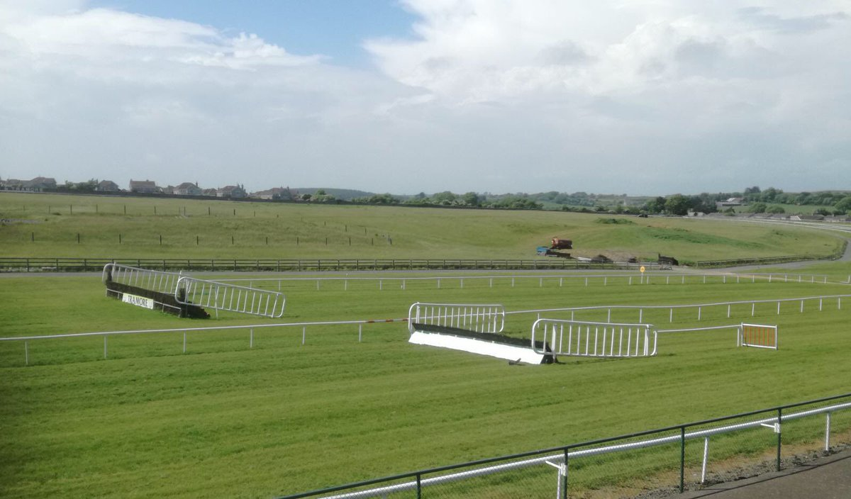 test Twitter Media - Where else would u want to be on a bank holiday weekend only in the sunny south east, at @TramoreRaces 😎 #ComeRacing https://t.co/J5AMlTcbSl