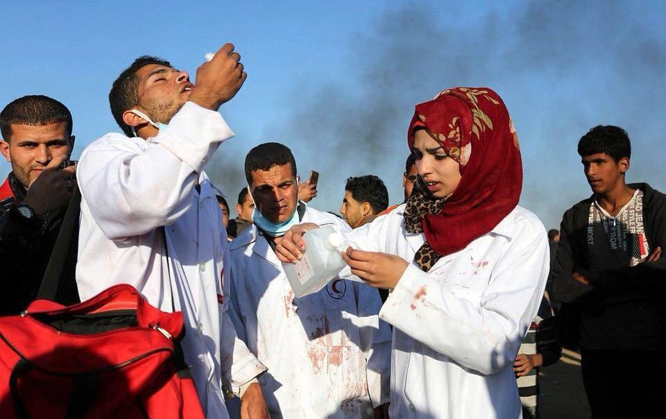 Razan saat menolong korban luka
