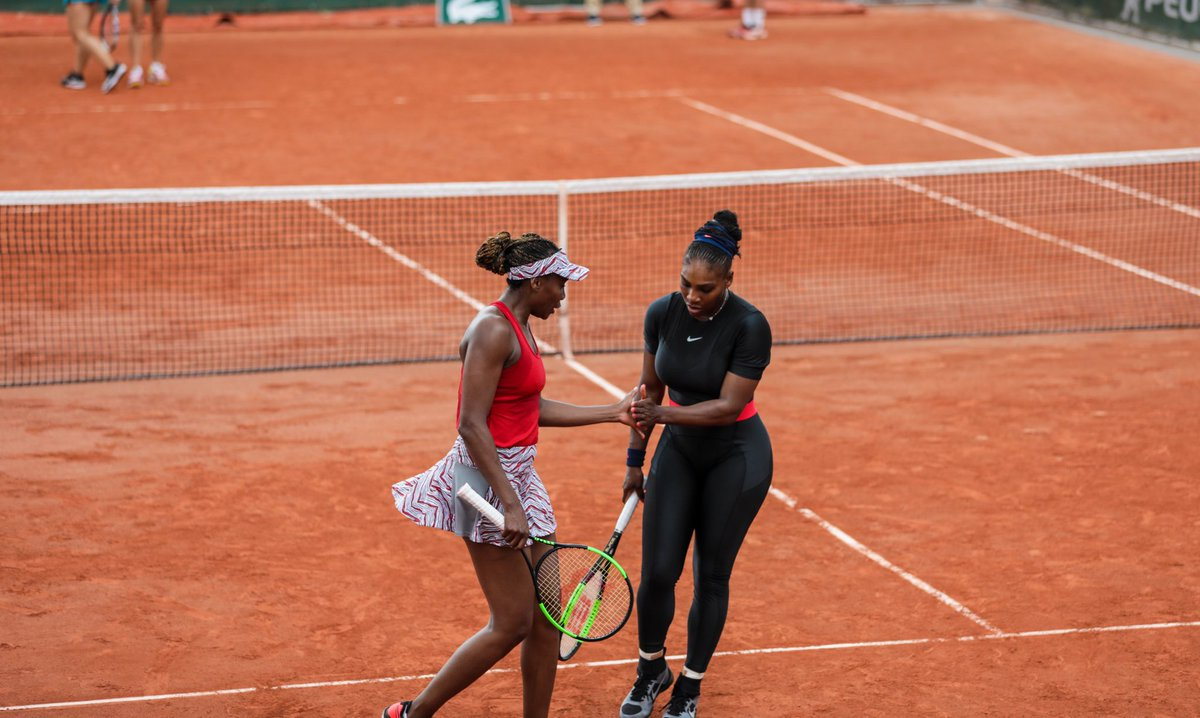 VENUS WILLIAMS - Página 29 DeoNcFLW4AEVOPI