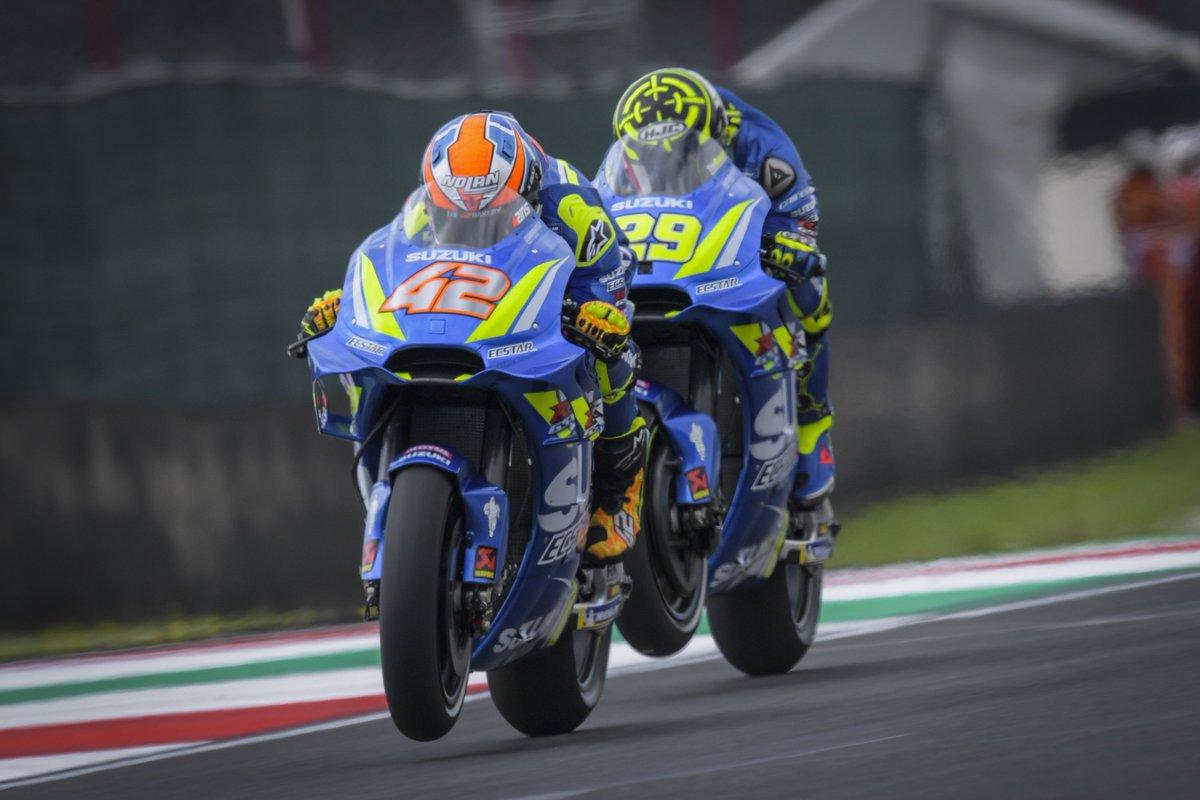 Alex Rins dan Andrea Iannone saat menjalani sesi latihan bebas MotoGP Italia 2018 di Sirkuit Mugello.