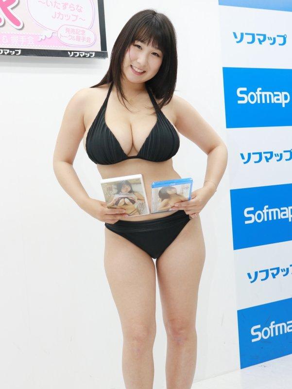 桐山瑠依 凄るい~いたずらなJカップ~ 天使と悪魔 ソフマップ 画像
