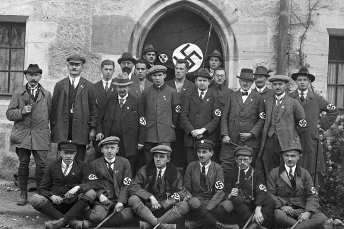 the rise of weimar republic Collapse of the weimar republic/ rise of the nazis this essay will examine how the lack of effective opposition and the weakness of the weimar, was a major factor in the nazis rising to power between 1919 and 1933.