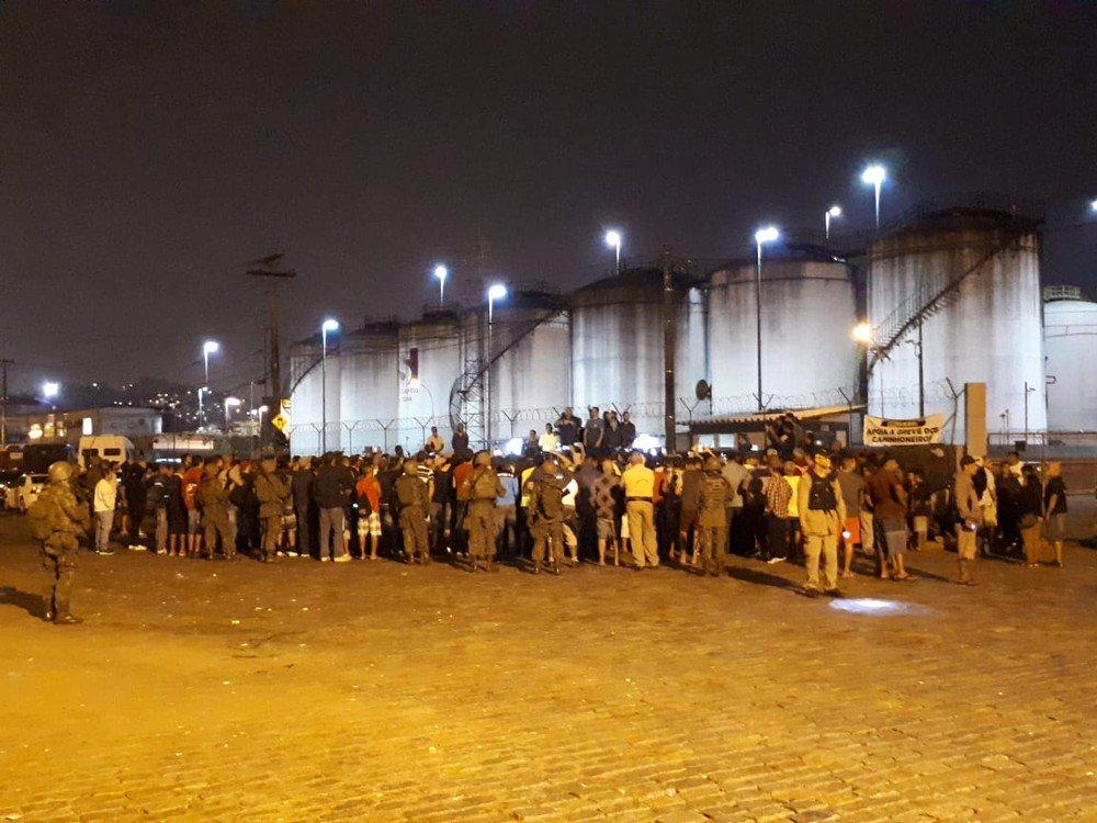 Novo levantamento aponta prejuízo de R$ 1,5 bilhão no Porto de Santos após greve https://t.co/k99FbY99ta #greve #G1
