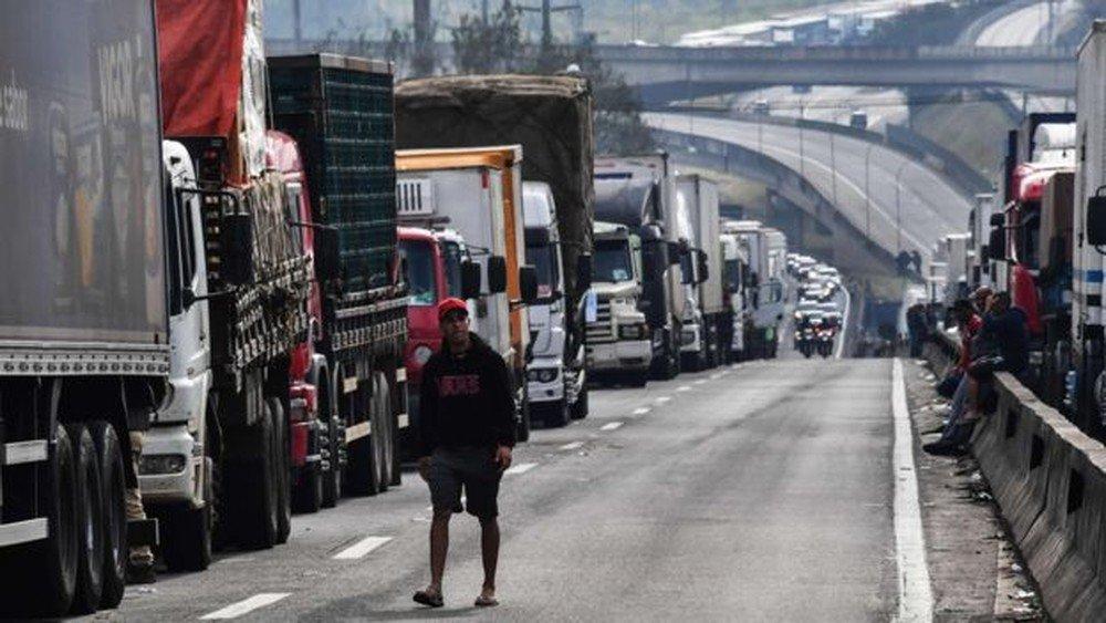 Como o WhatsApp mobilizou caminhoneiros, driblou governo e pode impactar eleições https://t.co/IwOKMOwljv #greve #G1