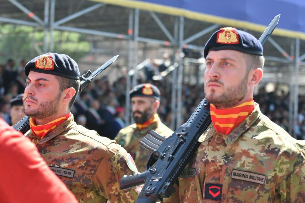 Marina militare on twitter con la bandiera di guerra del for Bandiera di guerra italiana
