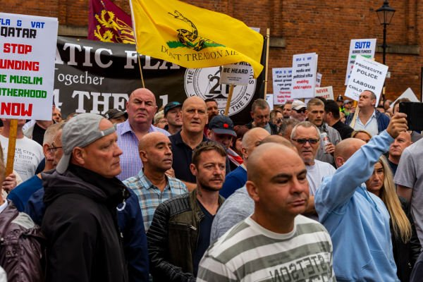 Racists and Nazis march in Manchester, and will march in London next Saturday bit.ly/2HeWr2z