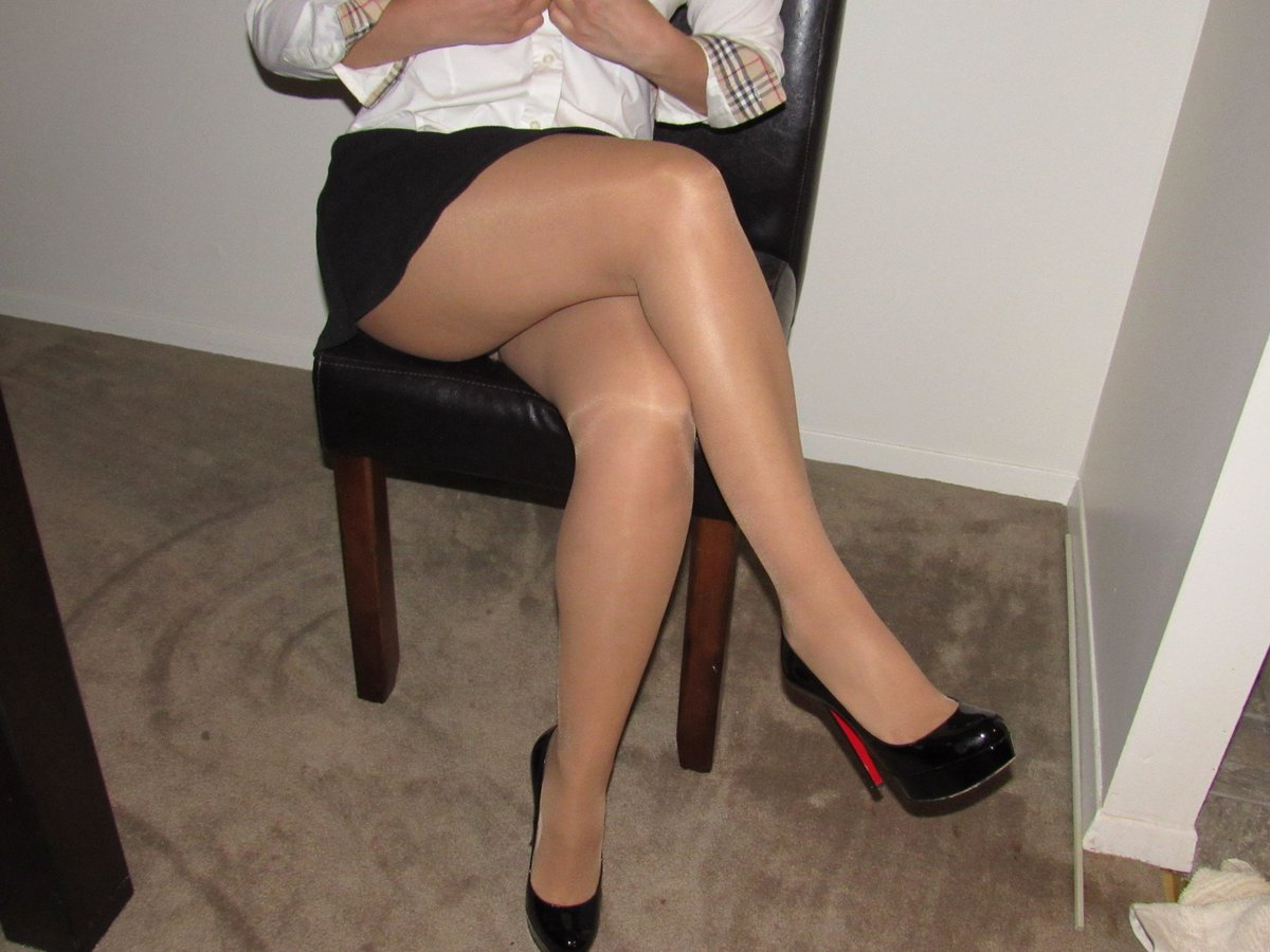 Apologise, but, crossed legs in pantyhose and higheels pictures