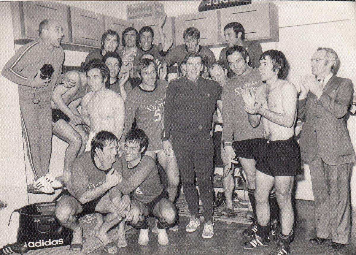 shabani rouge m moire on twitter 01 06 1971 le stade rennais uc se qualifie en finale de. Black Bedroom Furniture Sets. Home Design Ideas