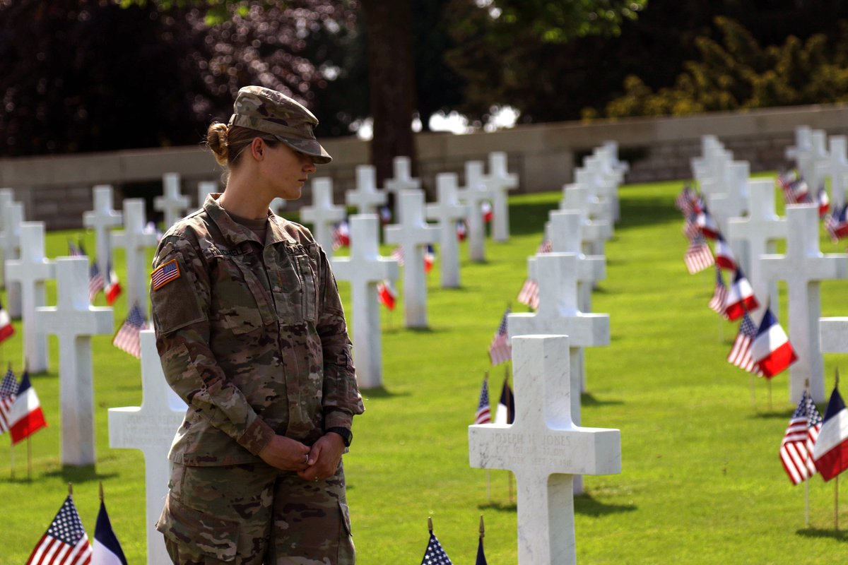 #SoldierSaturday  2nd Lt. Autumn Mitchell, with the @FightingFirst, walks among the headstones at the Somme American Cemetery. Mitchell was with a group of Soldiers who recently traveled to France for the #USArmy in #WWI100 Commemoration. <br>http://pic.twitter.com/y4PBAw0BTY