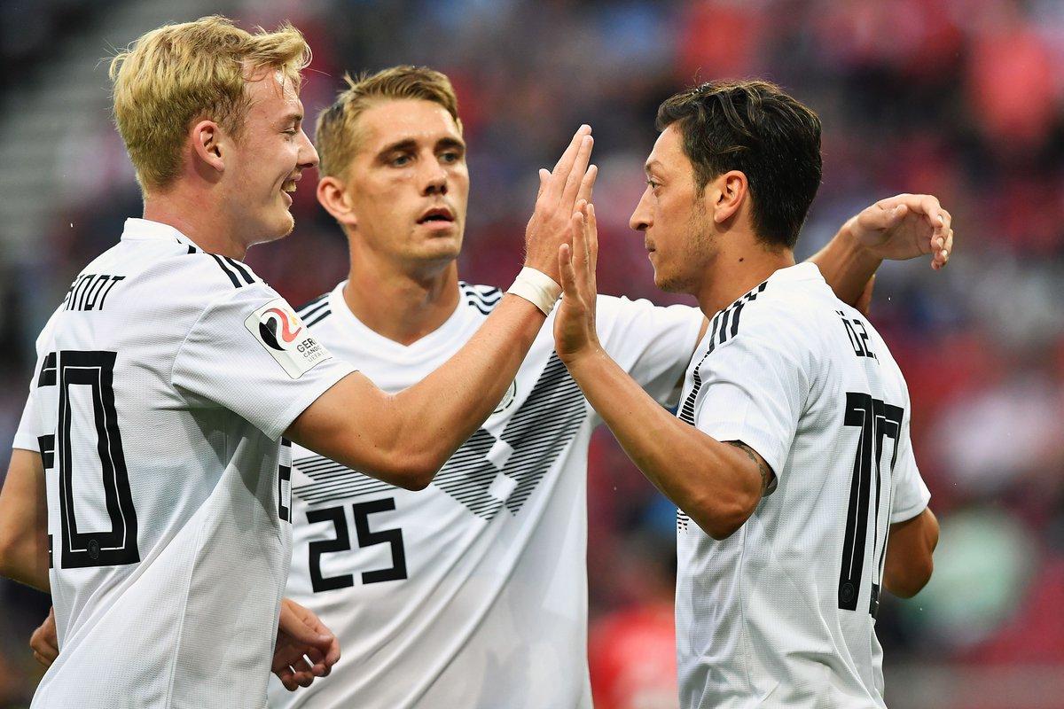 GIF:奥地利后防失误,厄齐尔破门得分