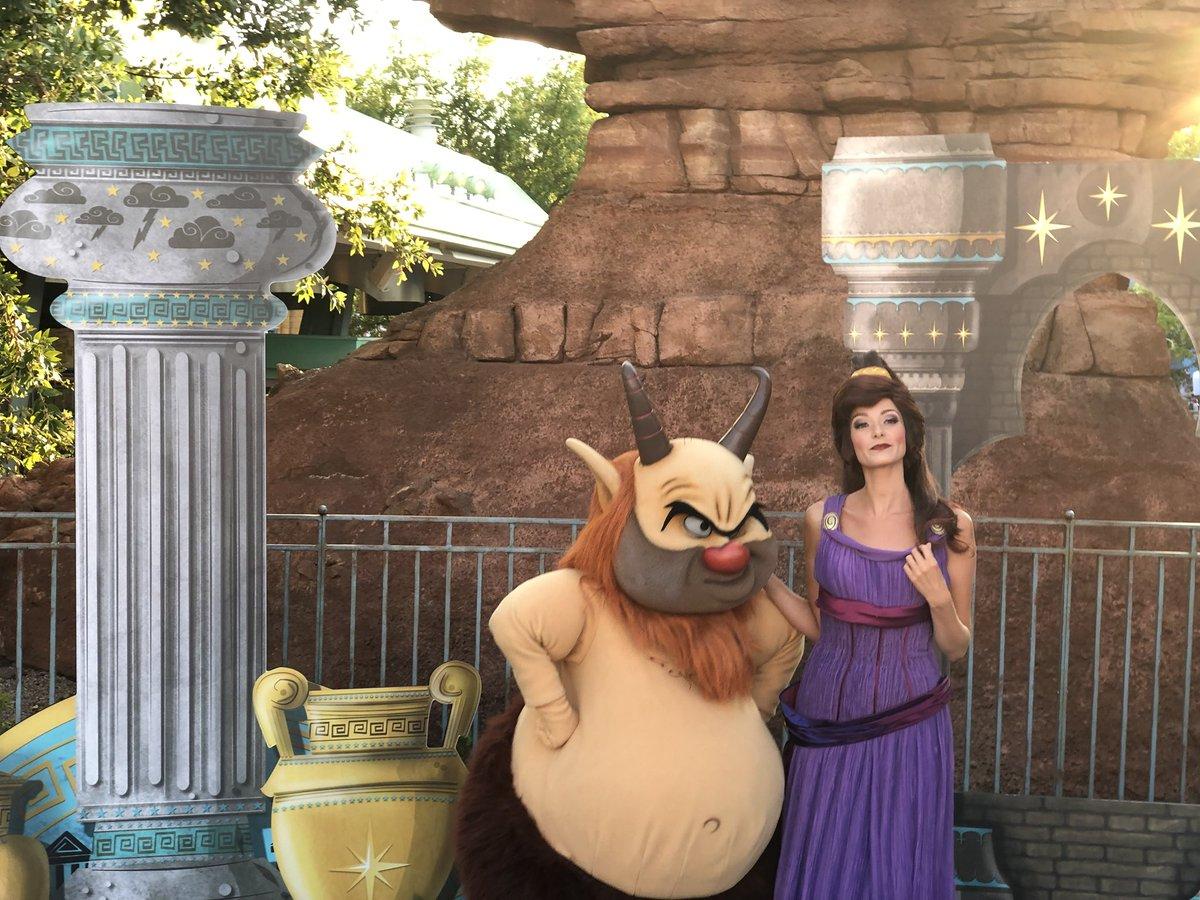 [Soirée] Disney FanDaze Inaugural Party (2 juin 2018) - Page 37 DetPMmqW0AETKGy