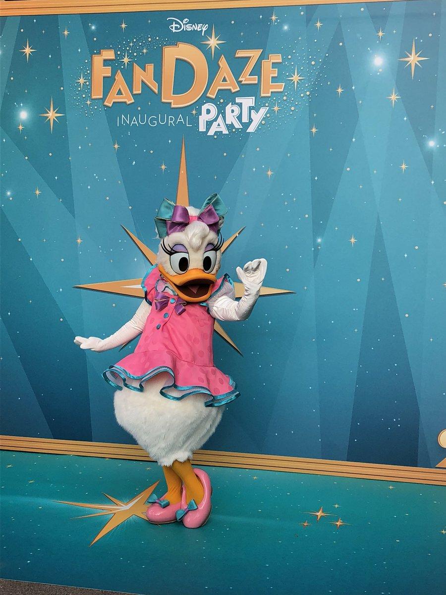 [Soirée] Disney FanDaze Inaugural Party (2 juin 2018) - Page 37 DetSHXlX0AEYun1