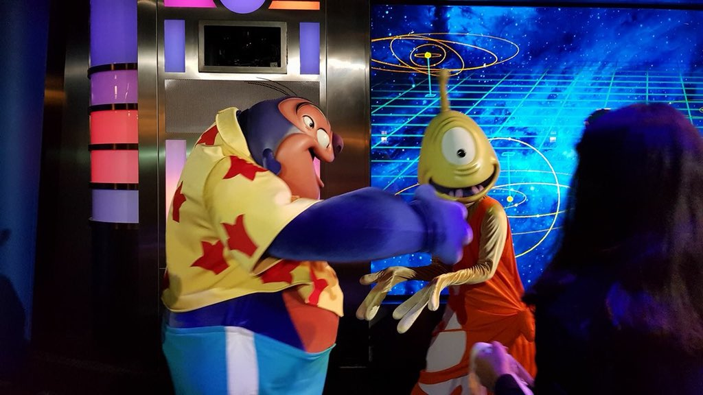 [Soirée] Disney FanDaze Inaugural Party (2 juin 2018) - Page 37 DetWN_aXUAEYHVW