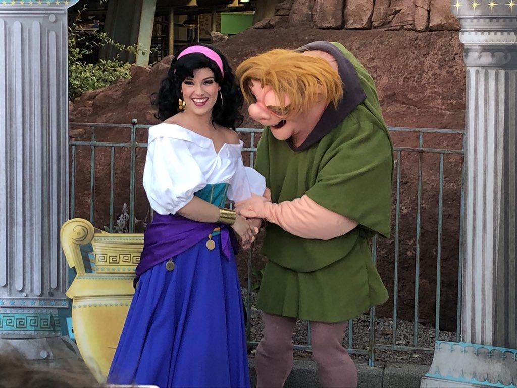 [Soirée] Disney FanDaze Inaugural Party (2 juin 2018) - Page 38 DetYnpaX4AEBG13