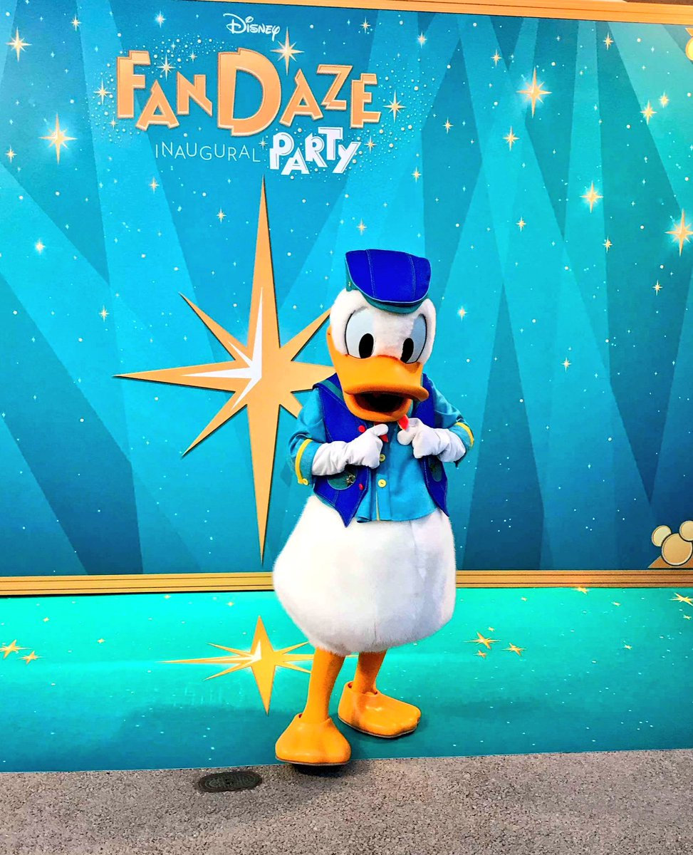 [Soirée] Disney FanDaze Inaugural Party (2 juin 2018) - Page 38 DetgE58WAAEYrBk