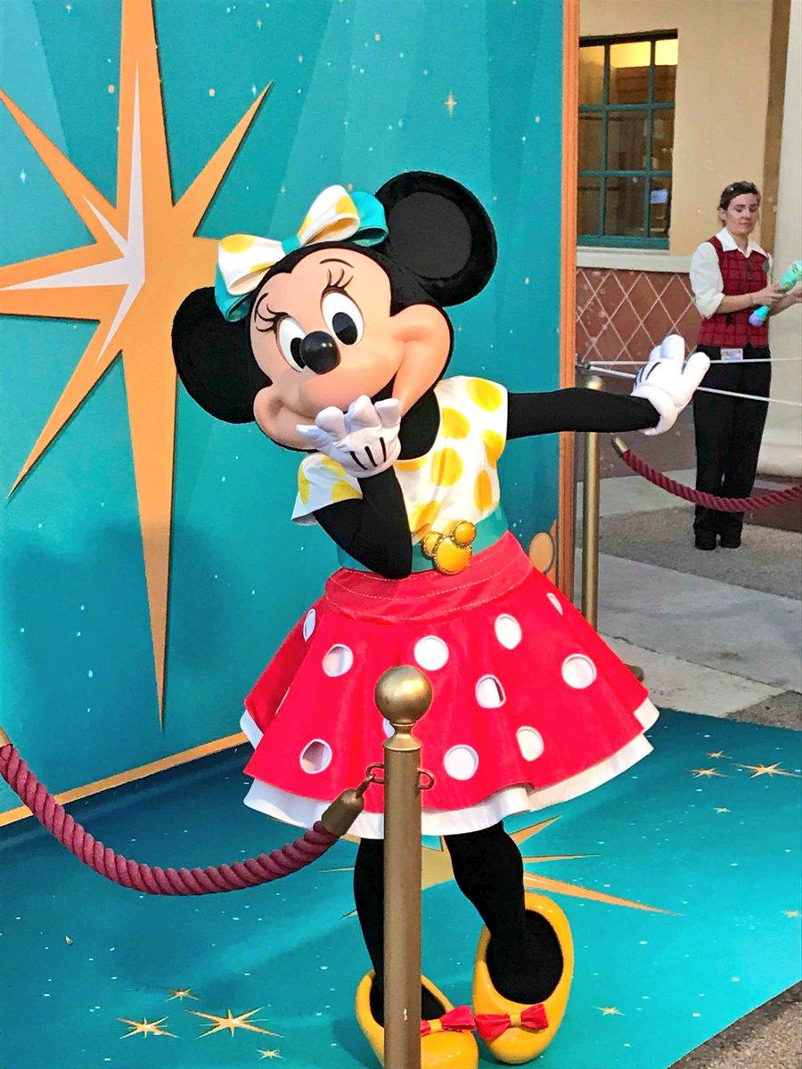 [Soirée] Disney FanDaze Inaugural Party (2 juin 2018) - Page 38 DetgE61W0AA97J-