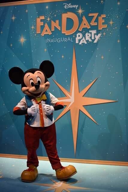 [Soirée] Disney FanDaze Inaugural Party (2 juin 2018) - Page 38 DetiH2-WsAAPk2U