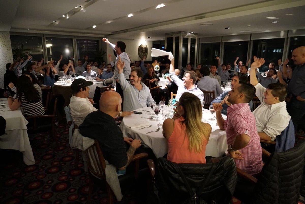 Más de 120 personas en nuestra primera cena, unidas por la misma pasión, valores, compromiso y trabajo para el futuro de nuestro club. Qué lindo es ser de Racing! #JuntosSomosMas #QueremosLoMismoQueVos #TrabajamosParaElFuturo