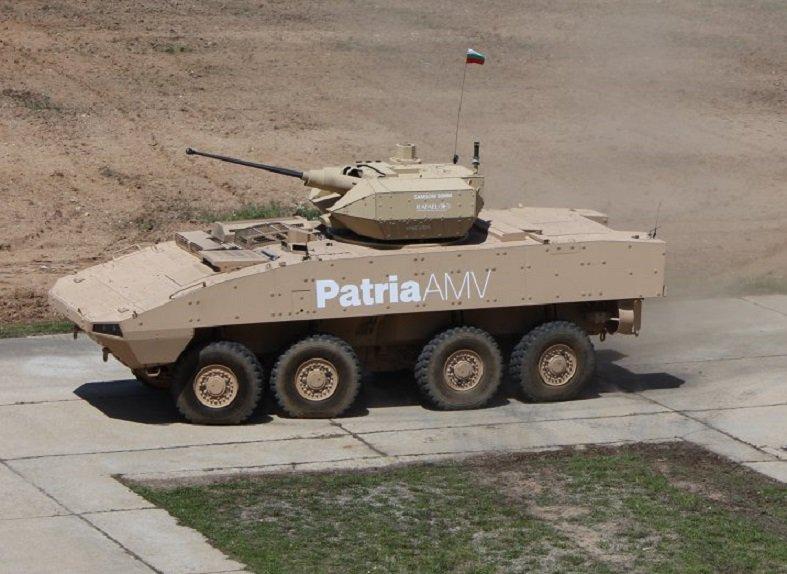 مدرعه Patria AMV تجري تجارب حيه لاطلاق النار امام الجيش البلغاري  DewROixW0AAAh8w
