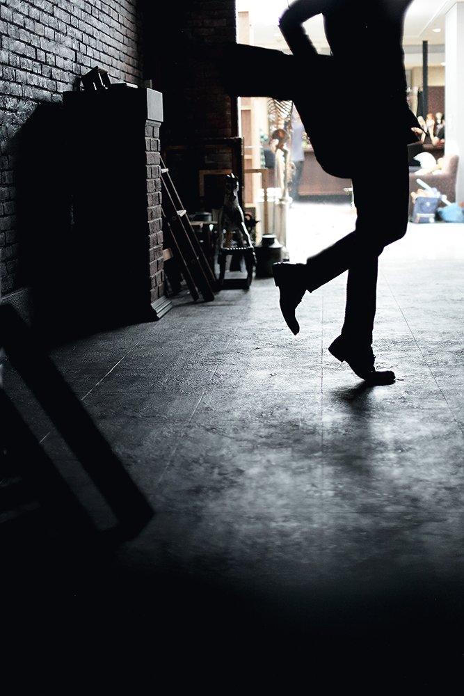 撮影の合間に音楽を 二階堂大和:立夏(@_06summer ) 写真:織也 #おりや写真倶楽部