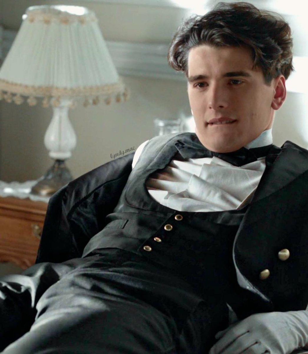 Yon Gonzalez World Fans On Twitter Granhotel Julio As He Watches Alicia Walk Out Leaving Him Alone On The Bed For Real What Is Wrong With That Girl Yongonzalez Grand Hotel And Las