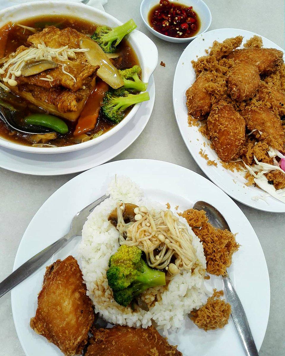 Saturday's dinner #Saturday #dinner #cena #tofu #friedchickenwings #ディナー https://t.co/wBTzWLyDlX
