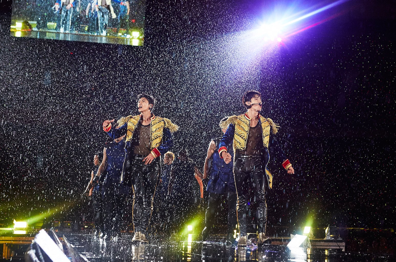 TVXQ sets new record in Japan for K-pop with 1 million tickets sold for 'Begin Again' tour https://t.co/NIkHQhwWFX https://t.co/CWbMtEGLCR