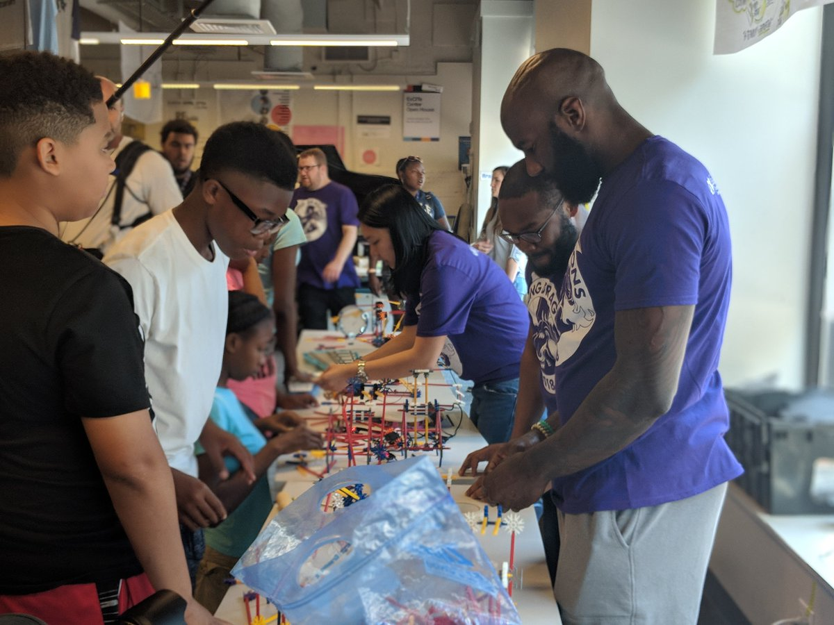 .@MalcolmJenkins is in the building! The ExCITe Center and @TheMJFoundation are gearing up for the third year of the #YoungDragons program. Off to a great start! drexel.edu/excite/engagem…