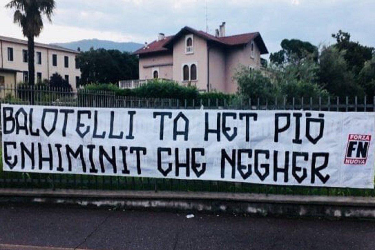 'Sei più stupido che nero', #ForzaNuova contro #Balotelli https://t.co/D2R1UBOFn3