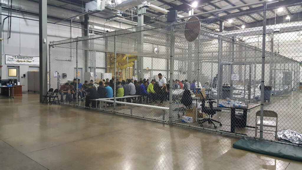 No, these aren't cages, @SteveDoocy says. The authorities simply 'built walls out of chain-link fences.' Yes, that's a real quote from Fox just now.