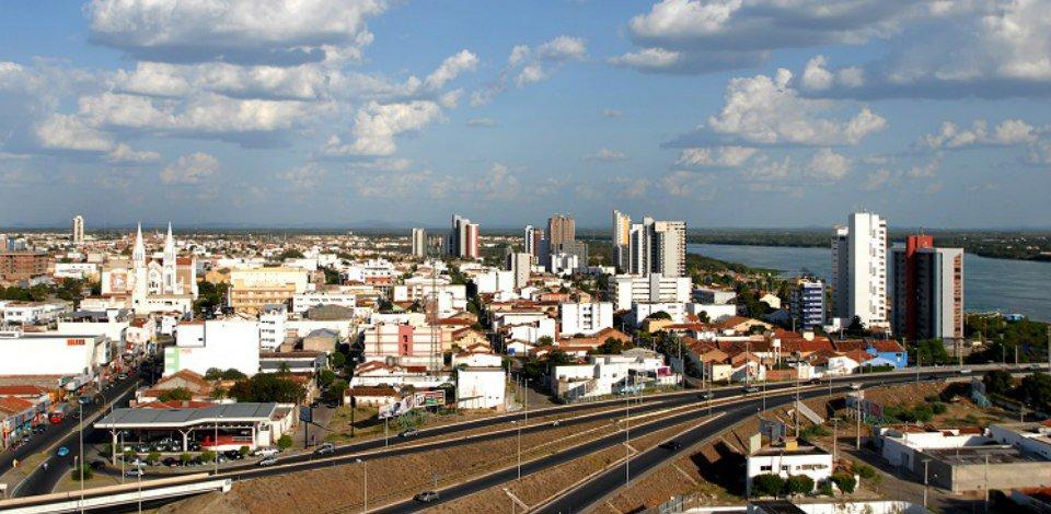 """Governo do Brasil в Twitter: """"A cidade de Petrolina (PE) vai receber 992  novas unidades habitacionais do Programa Minha Casa Minha Vida, que vão  beneficiar 3.968 pessoas. Saiba mais: https://t.co/riu9xXQBnq…  https://t.co/iKZ44GYz1m"""""""