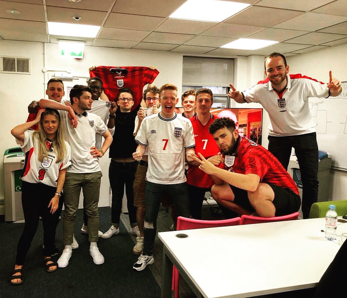 We are going live on @footballdailyuk at 6.30pm with @SoccerAM &amp; former Three Lions international @RyanMason to cover England vs Tunisia    Get your questions in for the pre match build up below   #WorldCup  #ThreeLions  <br>http://pic.twitter.com/divhFDVUt9