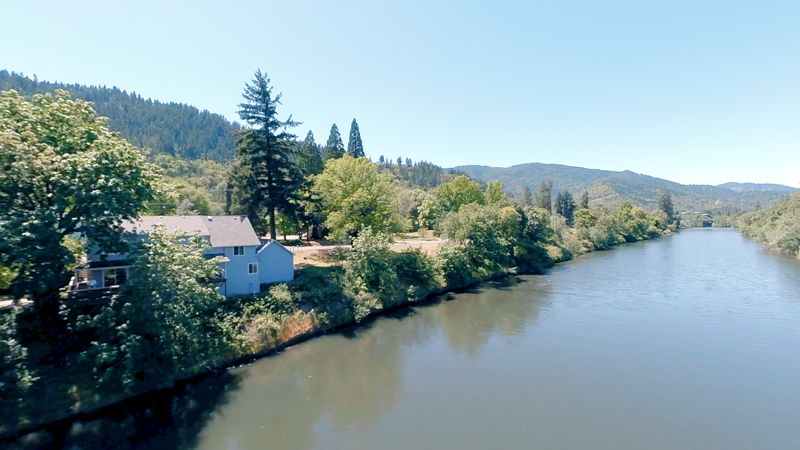 We filmed this newly #remodeled #home with rare #river #frontage right on the famous #Rogue #River.  Watch our video tour here: https://t.co/O7u6YpQPhg