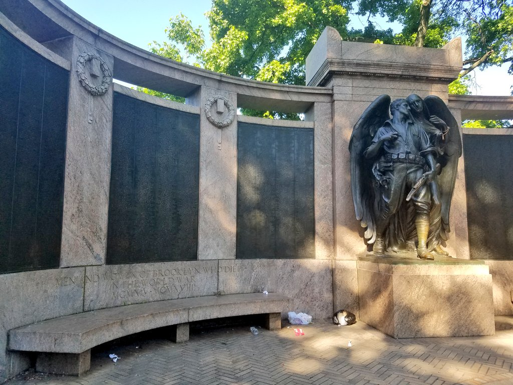 .@prospect_park War Memorial (1921) has the names of those from #Brooklyn who lost their lives in World War I. @WW1CC #100Memorials #WWI100 @NYCParks<br>http://pic.twitter.com/15vYm4Tevl