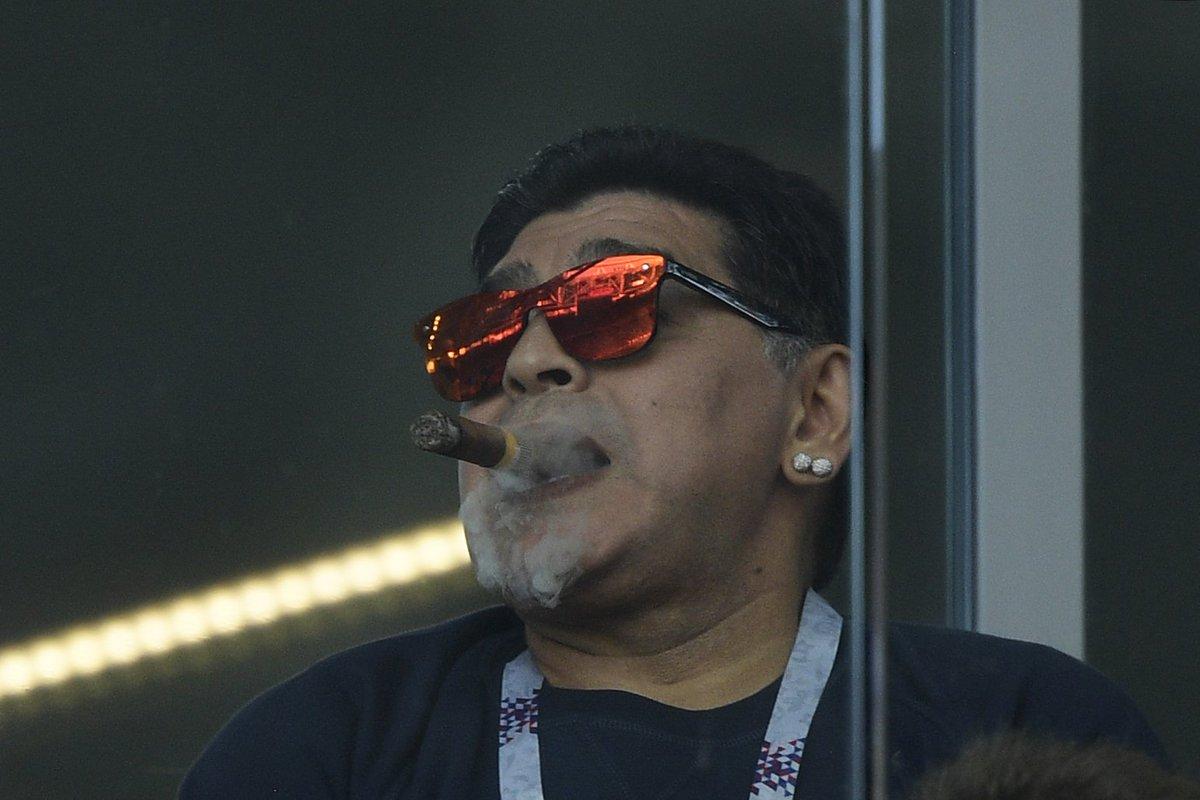 Диего Марадона: Я честно не знал, что на стадионах нельзя курить