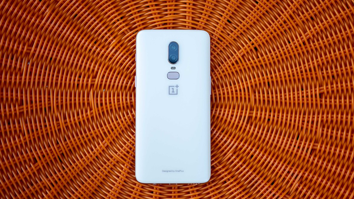 NEW VIDEO!!  OnePlus 6 Review // 30 Days Later!  https:// youtu.be/SLMYn4T0T28  &nbsp;    Retweets Appreciated!!  #OnePlus6 #OnePlus<br>http://pic.twitter.com/bE5ZCmWWC3