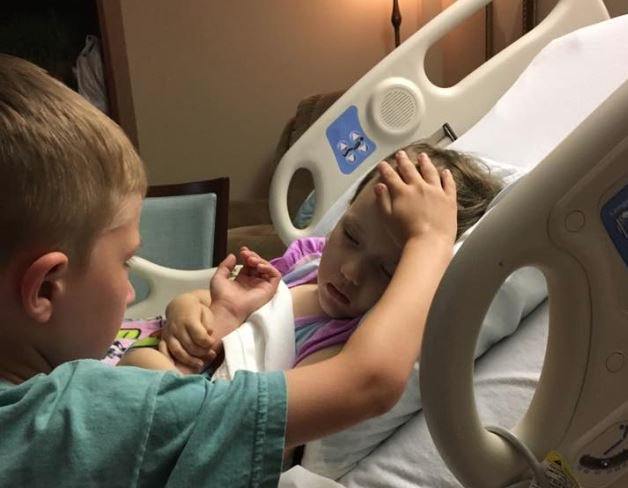 Dad shares heartbreaking photo of son comforting dying 4-year-old sister https://t.co/GoIWiZVYIG #10TV