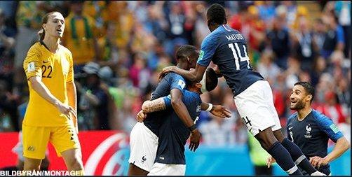🇫🇷 Frankrike 2-1 Australien 🇦🇺 🇫🇷 ⚽️ Antoine Griezmann gav Frankrike ledningen på straff i den 58 min. I den 70 min blev han utbytt. ❌ Umtiti drog på sig en straff efter hands. Australien gjorde mål på den. (1/2) Photo