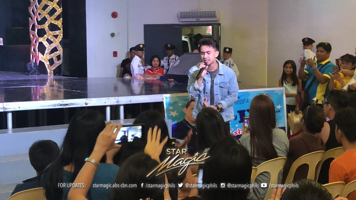 Young JV during the mall show in Island City Mall for Megasoft #YoungJVxMegasoft