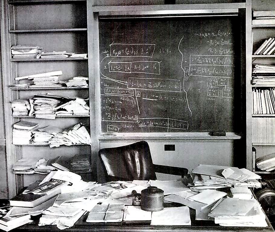 Picture of albert einsteins desk